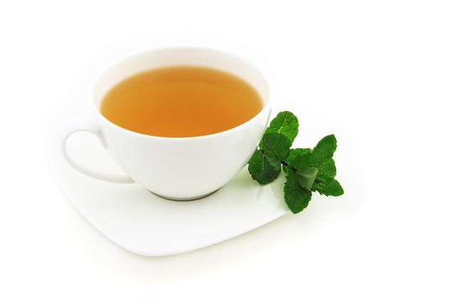 Gydytojas pataria, kas naudingiau sveikatai: juoda kava ar žalioji arbata
